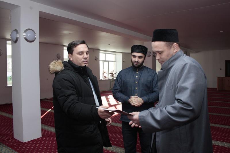 Соборная мечеть имени шейха Кунта-Хаджи Кишиева 1.JPG
