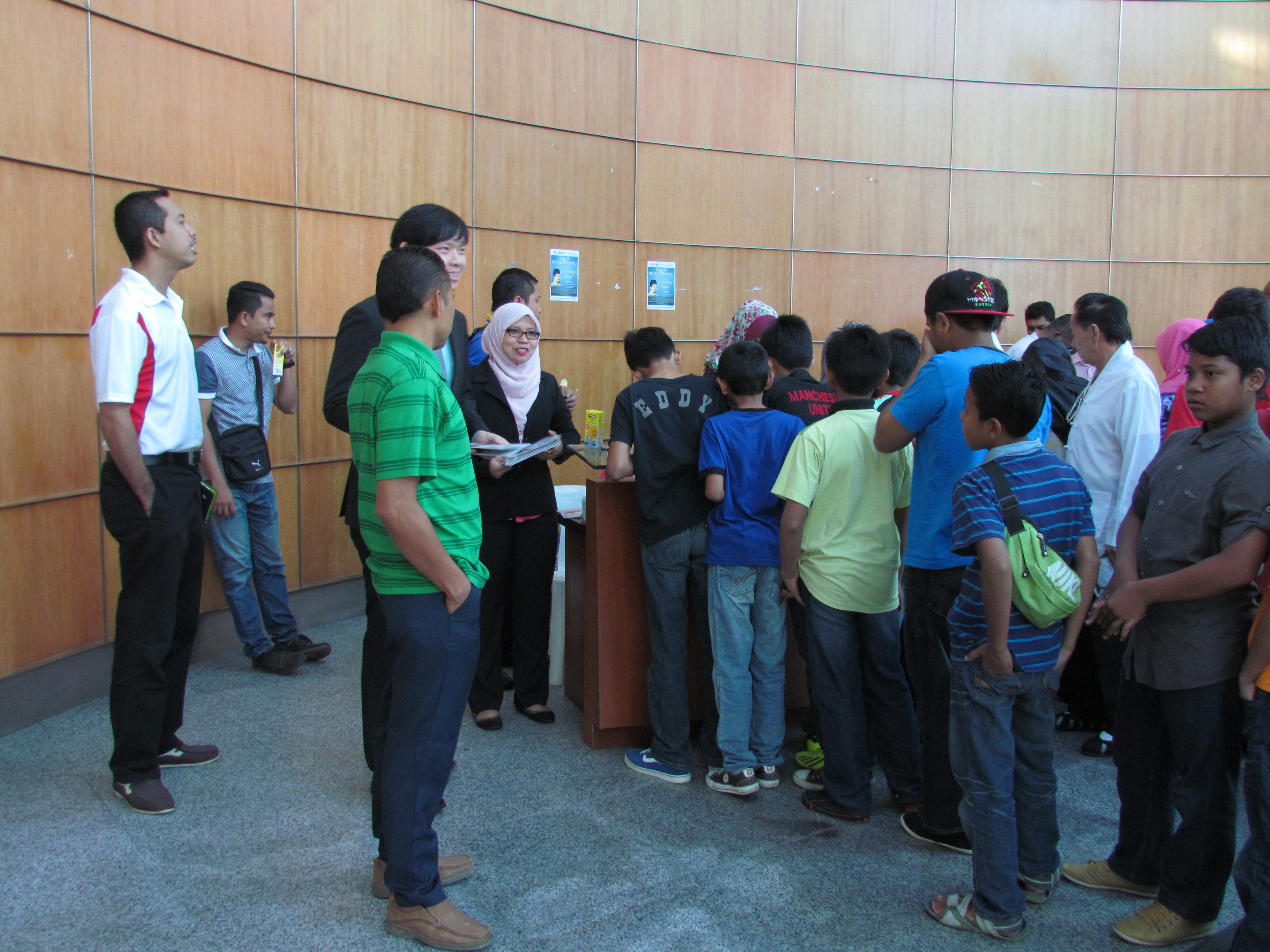 People of various race and religion registering for Youth Interfaith Forum at WIHW 2015 activities in Putra Jaya.JPG