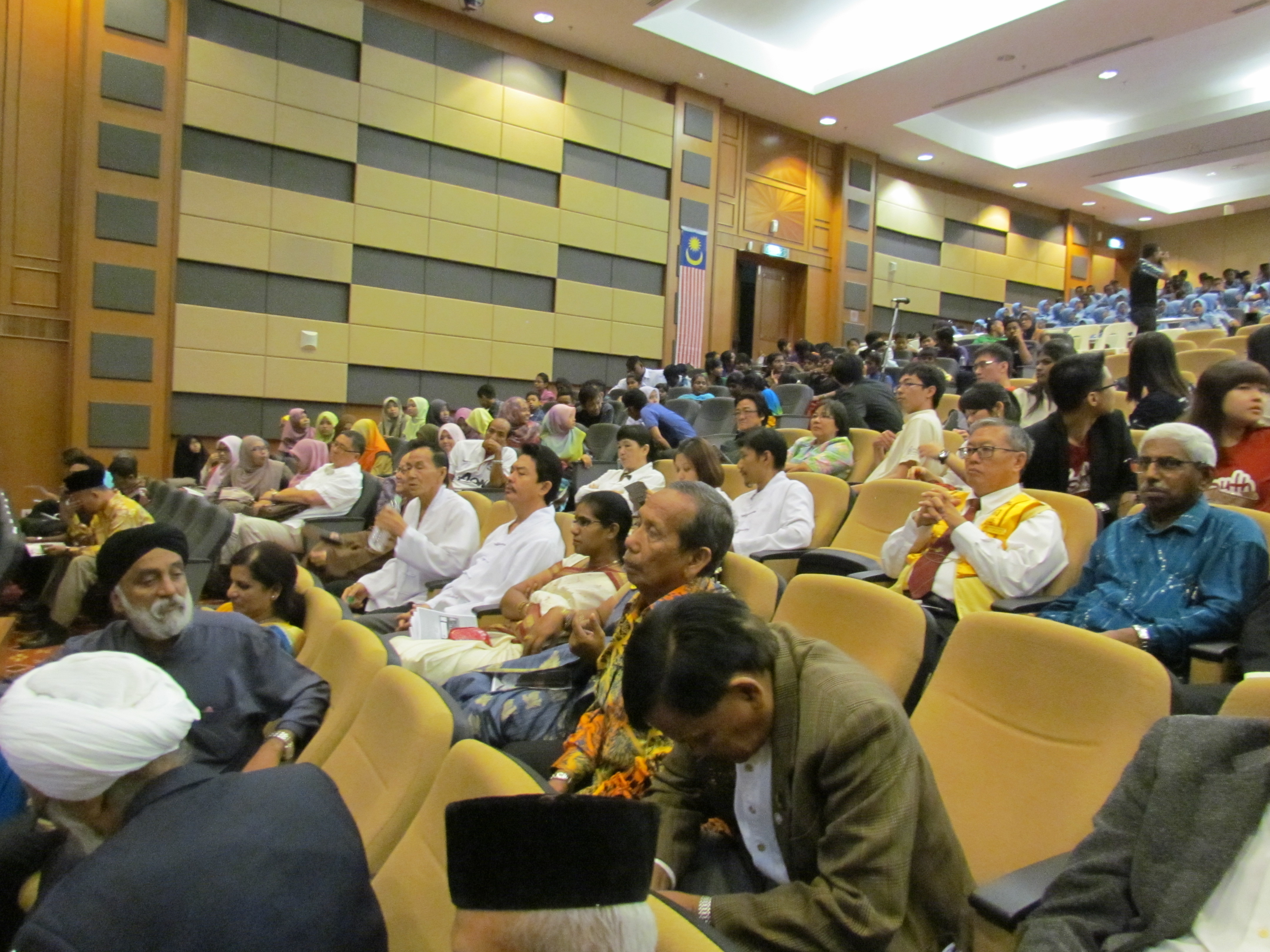 People of various races and religions attending the Youth Interfaith Forum WIHW 2015 in Putra Jaya.JPG