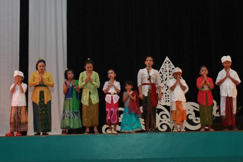 9 - Students Recite Gayatri Mantra.jpg