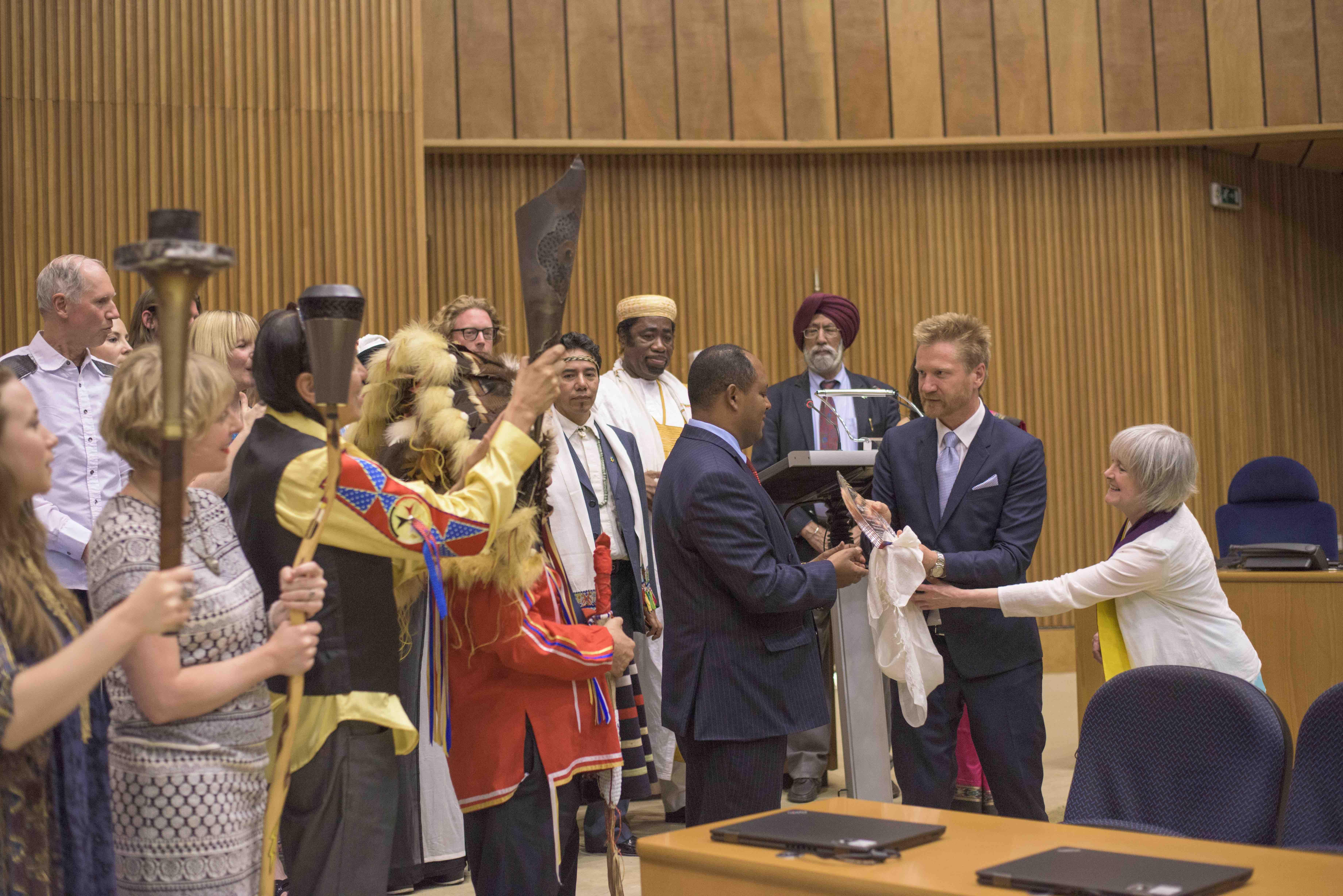Amb. Mussie Hailu Receives Unity Earth Award-Rajiv.jpg