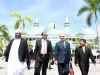 12-sayyid-ibrahimul-khaleelul-bukhari-and-m-a-yusuffali-with-deputy-rector-of-iium